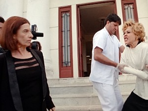 A diva parte para cima de Sueli (Foto: Sangue Bom/TV Globo)