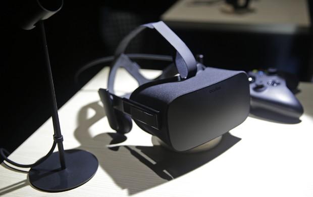 Versáo final do Oculus Rift, revelada em junho de 2015 (Foto: Eric Risberg/AP Photo)