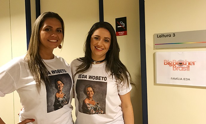 As filhas de Ieda, Rochele e Tanara, se preparam para a noite de Paredão Triplo  (Foto: Gabriela Mouta/Gshow)