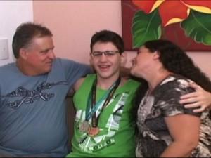 Messias junto com os pais (Foto: Reprodução/TV Gazeta Sul)
