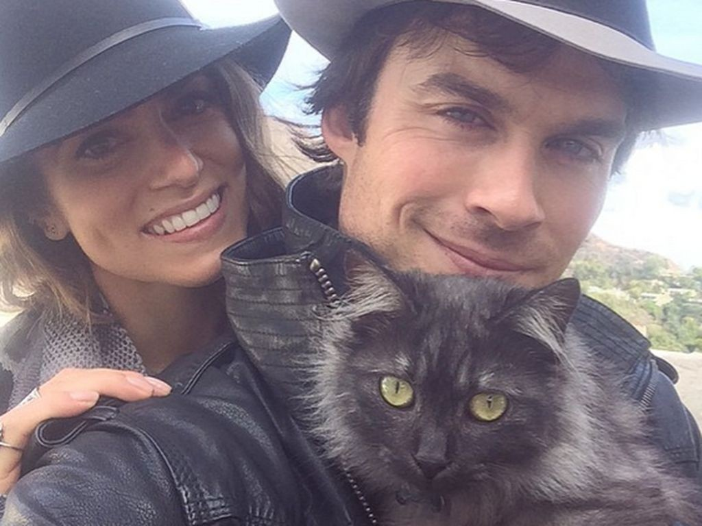 Ian Somerhalder e sua esposa Nikki Reed com a gatinha Sohalia (Foto: Reproduo / Instagram)