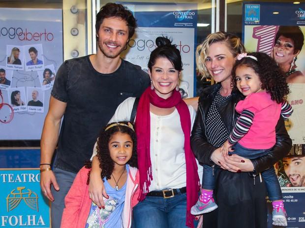 Samara Felippo e as filhas com Andre Bankoff e Natallia Rodrigues (Foto: Manuela Scarpa/Brazil News)