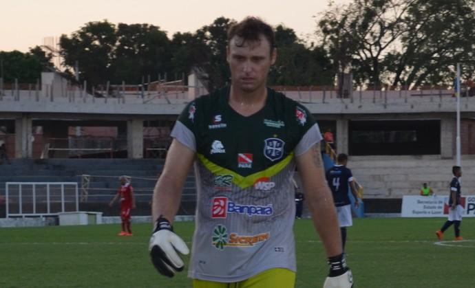 Alencar Baú faz grandes defesa e mostra segurança no gol do São Francisco (Foto: Michael Douglas/GloboEsporte.com)