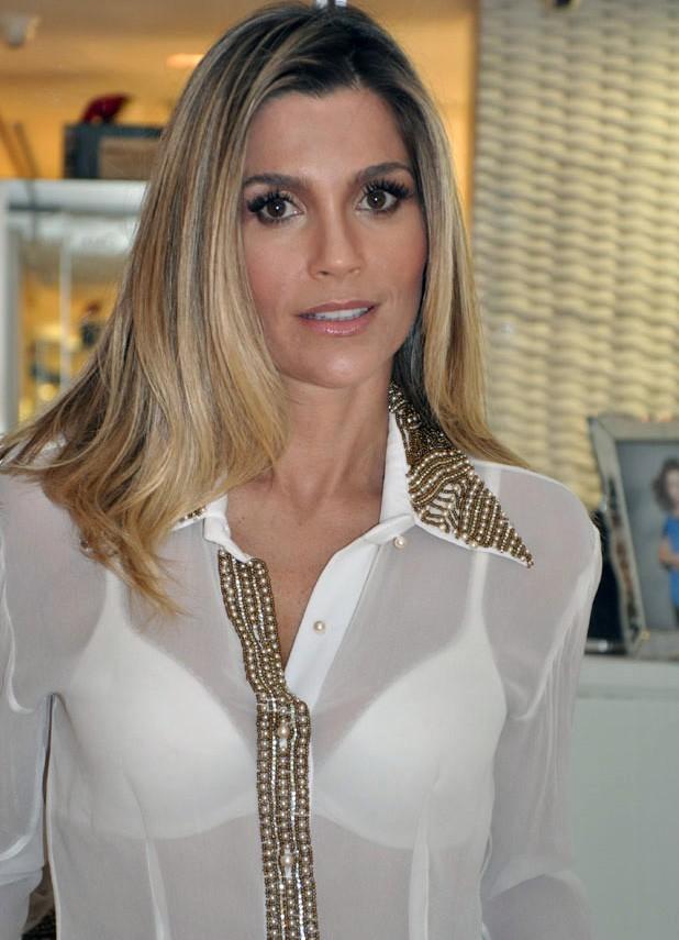 Flávia Alessandra - atriz será representada por Patrícia Casé (Foto   Reprodução) 068fe7c780