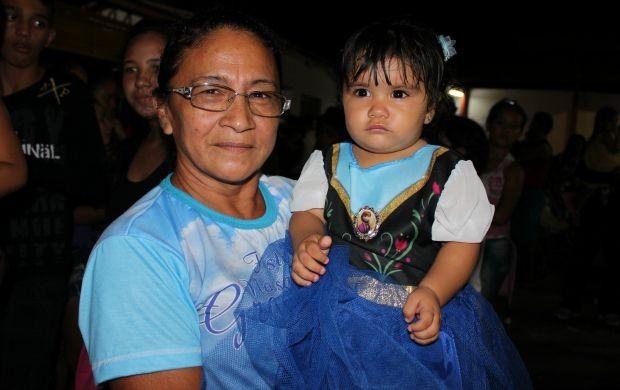 Ivanice Viana levou a neta para participar do evento (Foto: Katiúscia Monteiro/ Rede Amazônica)