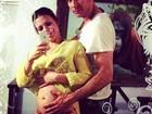 De biquíni, Sheila Mello exibe a barriguinha de grávida em rede social