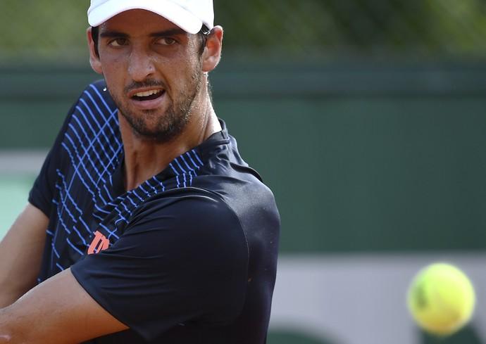 Thomaz Bellucci contra Dusan Lajovic em Roland Garros (Foto: GABRIEL BOUYS / AFP)