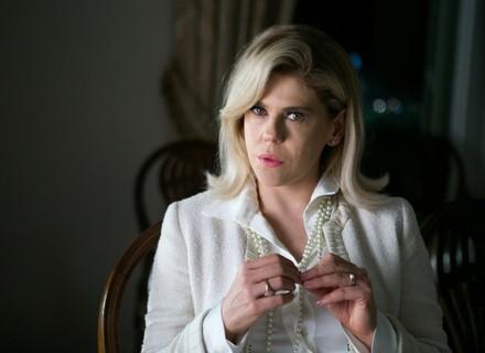 Jô, personagem de Bárbara Paz, arma encontro de Elizabeth e Renan