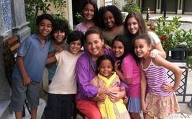Claudia Jimenez relembra sua infância no Dia das Crianças
