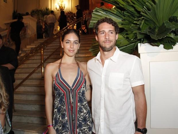 Flávio Canto e a namorada, Alice Bento, em festa na Zona Sul do Rio (Foto: Thyago Andrade e Marcos Ferreira/ Brazil News)