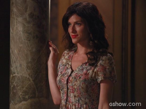 Isso é amor? Cristina se veste de Amélia para agradar Manfred (Foto: Ellen Soares/TV Globo)