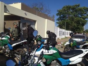 Tropa de choque é acionada para controlar ânimos na Central de Flagrantes em Teresina (Foto: Juliano Barros/ G1)