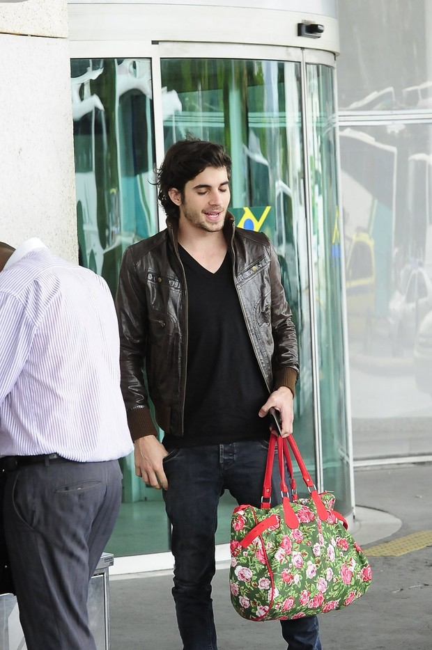 Fiuk no aeroporto (Foto: William Oda / Foto Rio News)