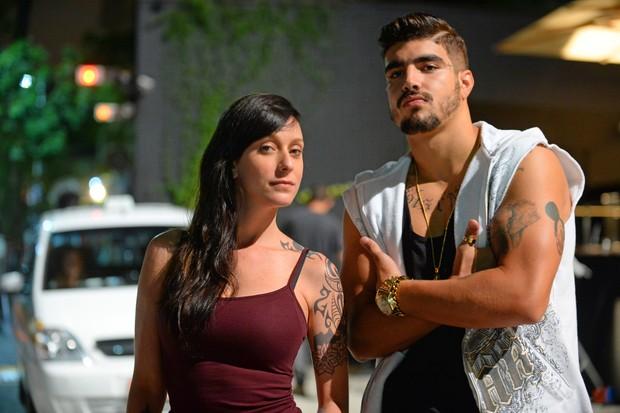 Ximena (Carol Abras) em sua antiga versão ao lado de Grego (Caio Castro) (Foto: Divulgação Globo)