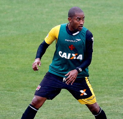 Edmilson no treino Vasco (Foto: Ivo Gonzalez / Agência O Globo)