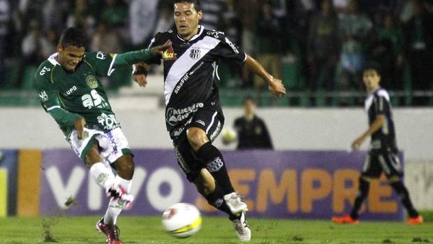 Xaves e Fabinho em lance do dérbi (Foto: Gustavo Tilio/ Globoesporte.com)