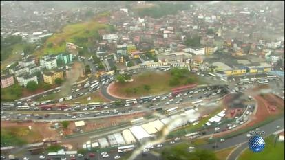 Veja imagens do trânsito em Lauro de Freitas, na LIP e na avenida Antônio Carlos Magalhães