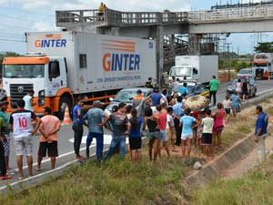 Atropelamento aconteceu embaixo de uma passarela para pedestres (Foto: Walter Paparazzo/G1)