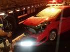 Suspeitos escapam após serem perseguidos e carro bater na BR-407