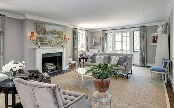 A sala de estar é ampla e arejada (Foto: reprodução)