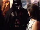 De Darth Vader, jovem pede namorada em casamento na fila de 'Rogue One'