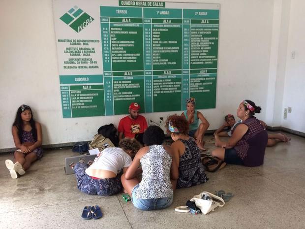 Mulheres ocupam sede do INCRA, no CAB (Foto: Natally Acioli/G1)