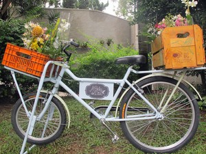 Bicicleta usada por Marina para fazer as entregas (Foto: Carol Bastos/ Divulgação)