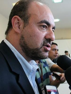 Diretor da Grupo Águas do Brasil disse que funcionários serão mantidos (Foto: Marcos Dantas/G1)
