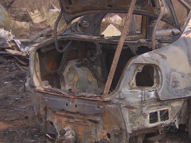 Corpo carbonizado foi encontrado no porta-malas do carro Amapá, Macapá, carro, incendiado, corpo, carbonizado (Foto: Reprodução/Rede Amazônica no AP)