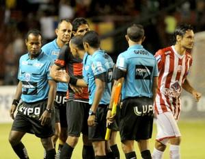sport x náutico arbitragem (Foto: Aldo Carneiro / Pernambuco Press)