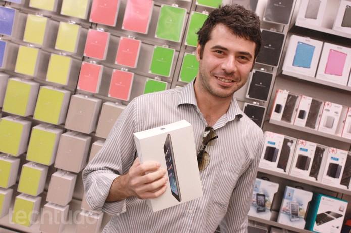 Primeiro comprador da primeira Apple Store do Brasil (Foto: Allan Melo / TechTudo)