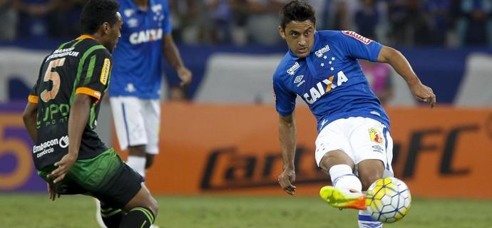 Robinho afirmou não estar nas melhores condições físicas ao estrear pelo Cruzeiro  (Foto: Washington Alves/Light Press)
