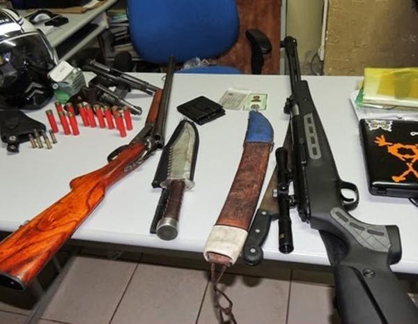 Armas apreendidas com Wagner Alexandre Almeida Araújo (Foto: Arquivo pessoal/Blog do Foguinho)