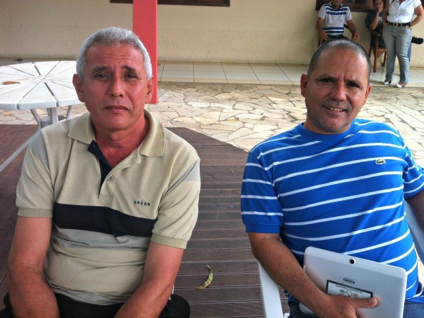 Gilberto Perez e Noé Camon Perez Monteiro vão trabalhar em aldeia indígena (Foto: Pollyana Araújo/ G1)