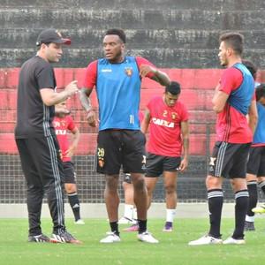 Sport Treino Daniel Paulista Renê Rodney Wallace (Foto: Lucas Liausu)