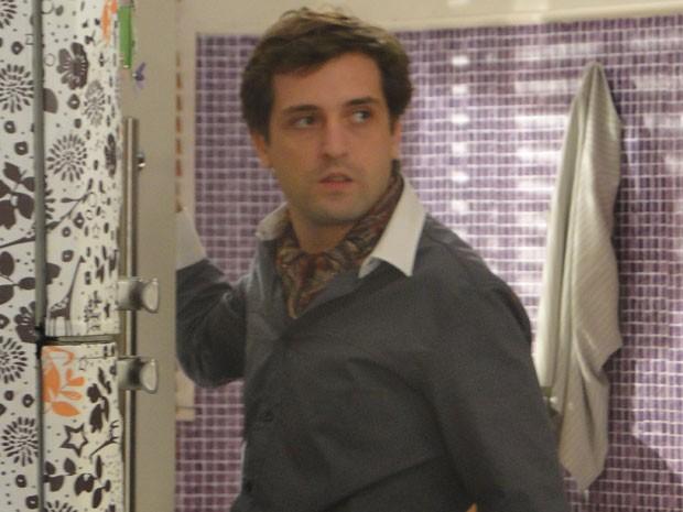 Gregório Duvivier é Diego, um diretor de televisão 'moderninho' em seriado (Foto: Louco Por Elas / TV Globo)