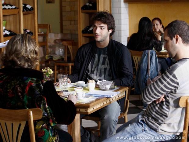 Fafy Siqueira e Humberto Carrão gravam em externa (Foto: Sangue Bom/TV Globo)