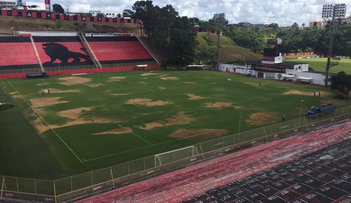 Barradão com gramado amarelado (Foto: Divulgação / E.C. Vitória)