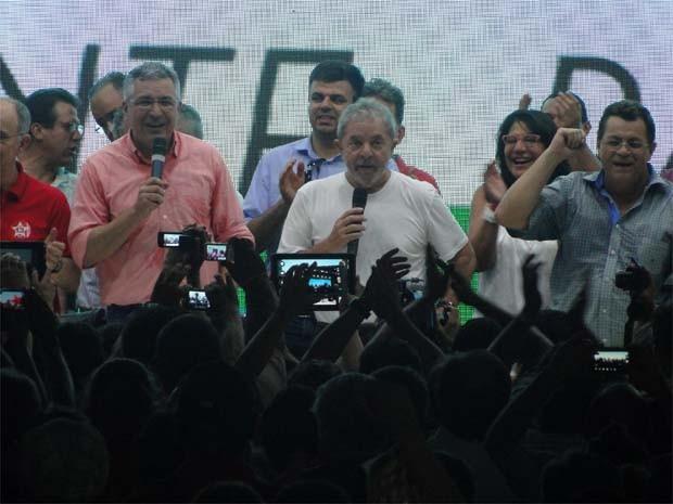 Ao lado de Padilha, Lula critica PSDB em encontro do PT em Ribeirão Preto, SP (Foto: Eduardo Guidini/G1)