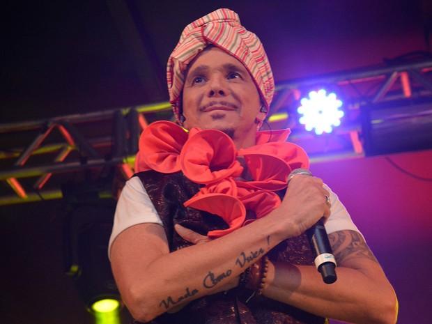 Netinho usou turbante durante apresentação na Ondina (Foto: Júnior Improta/Ag Haack)