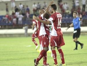 Denílson comemora gol de pênalti no final do jogo (Foto: Ailton Cruz/ Gazeta de Alagoas)