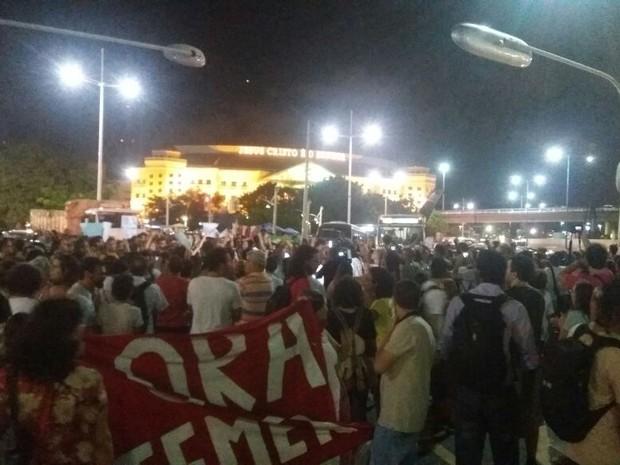 Grupo protesta contra PEC do gasto público em Salvador (Foto: Alex de Paula/G1 BA)