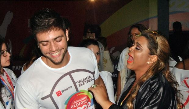 Preta Gil com o noivo em Salvador (Foto: Marcelo Machado/Ag Haack)