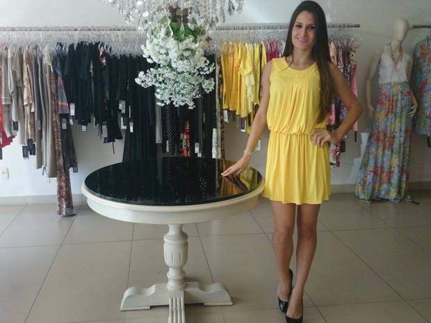 Amarelo também é uma boa opção, diz estilista (Foto: Anna Lúcia Silva/G1)