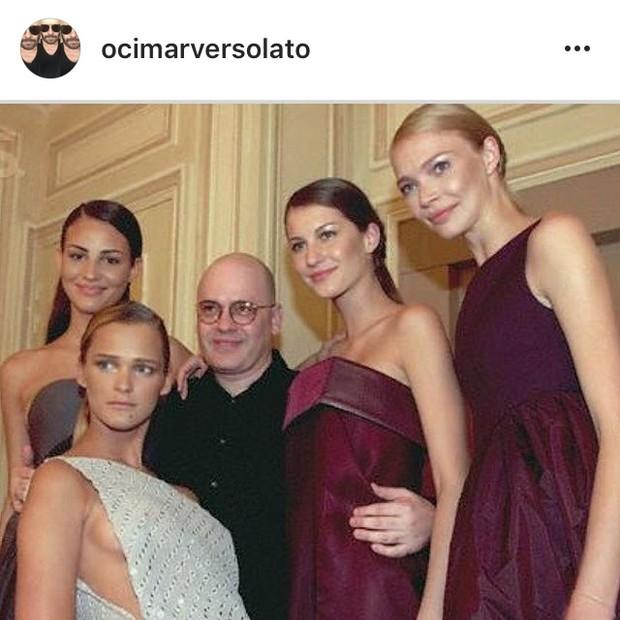 Ocimar Versolato após desfile para sua marca homônima que teve a presença de Fernanda Tavares, Gisele Bündchen, Jodie Kidd e Carmen Cass (Foto: Reprodução/Instagram)