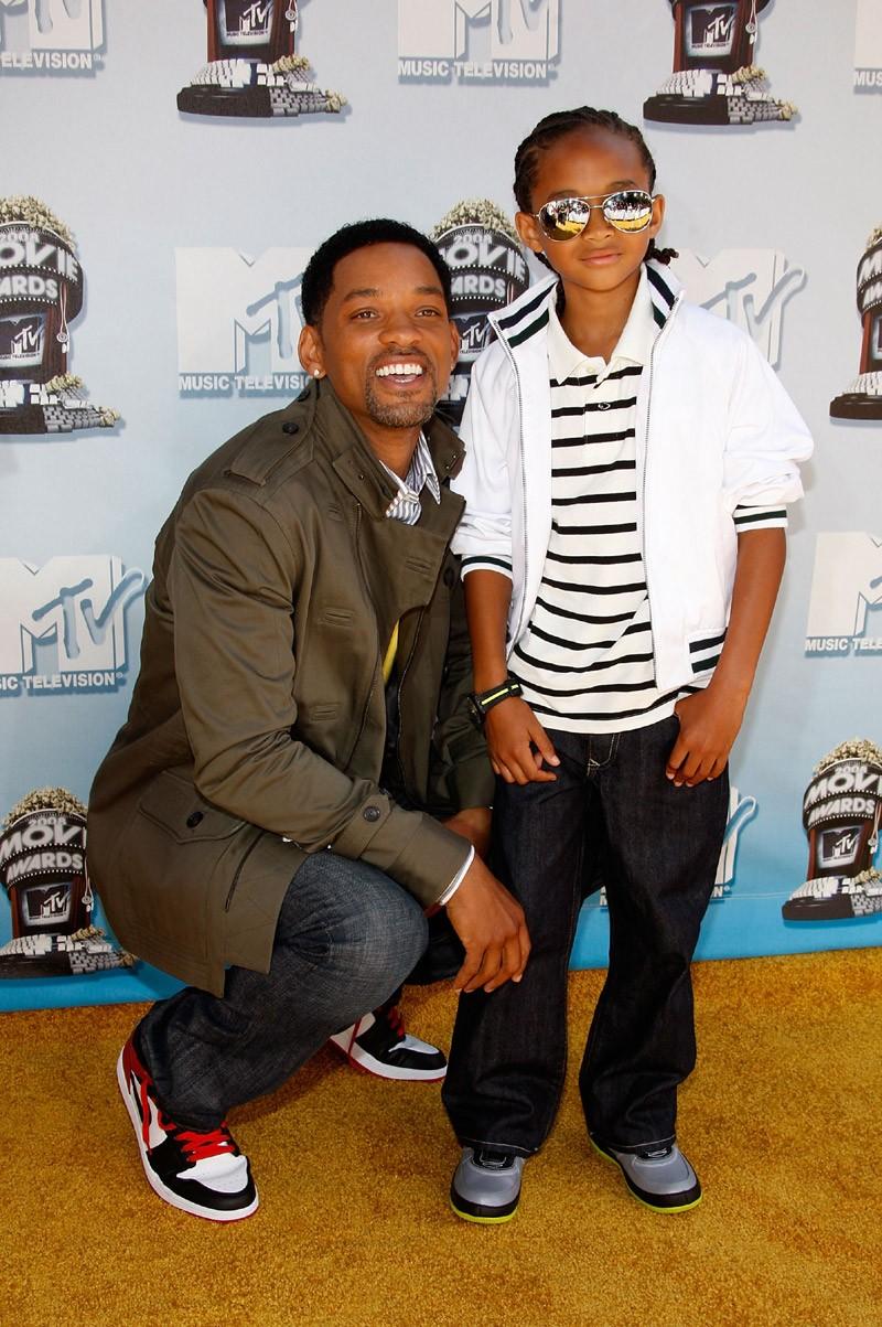 Jaden exibindo estilo tween com o pai famoso em evento (Foto: Getty Images)