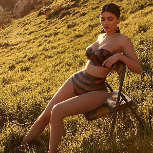 Kylie Jenner por Sasha Samsonova (Foto: Reprodução)