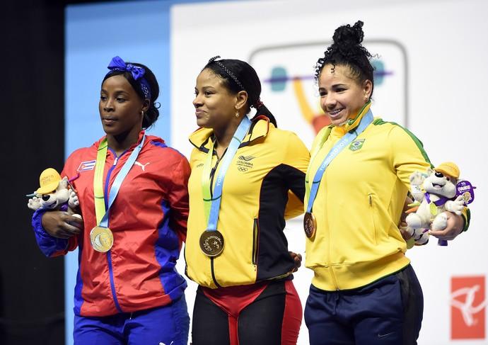 Ao lado da campeã Isabel Tigrero e Maria Rodriguez, Bruna Piloto posa com a medalha de bronze (Foto: John David Mercer-USA TODAY)