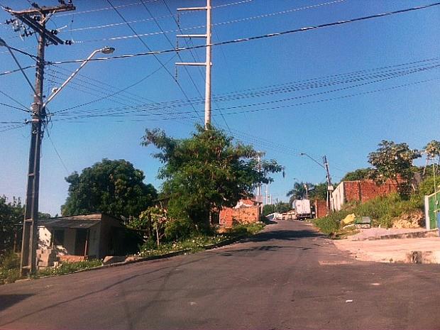 Suspeitos atiraram contra vítimas em rua na Cidade Nova  (Foto: Jamile Alves/G1 AM)