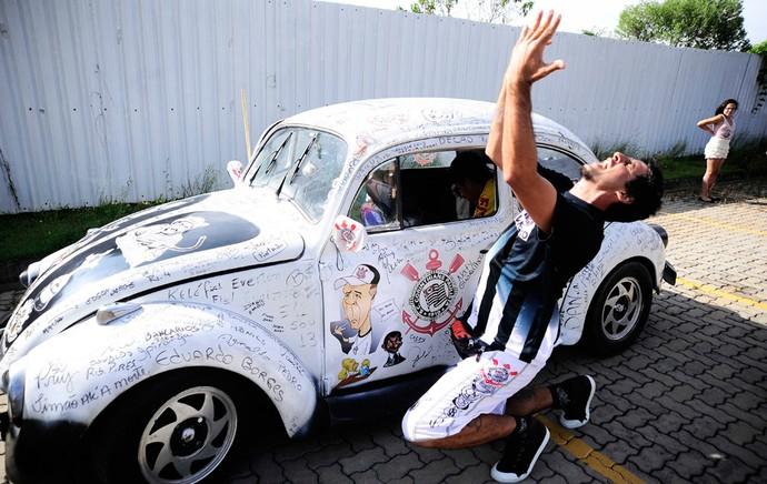torcedor corinthians fusca reapresentação Mano Menezes (Foto: Marcos Ribolli / Globoesporte.com)